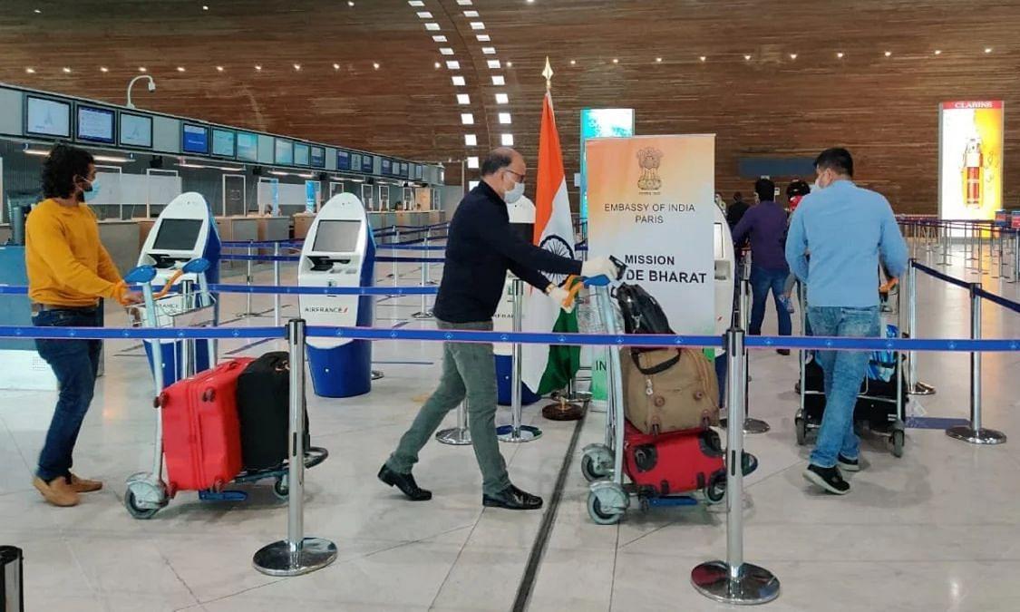 नए कोरोना वायरस स्ट्रेन की भारत में हुई एंट्री, ब्रिटेन से लौटे 6 यात्रियों में पाये जाने से मचा हड़कंप