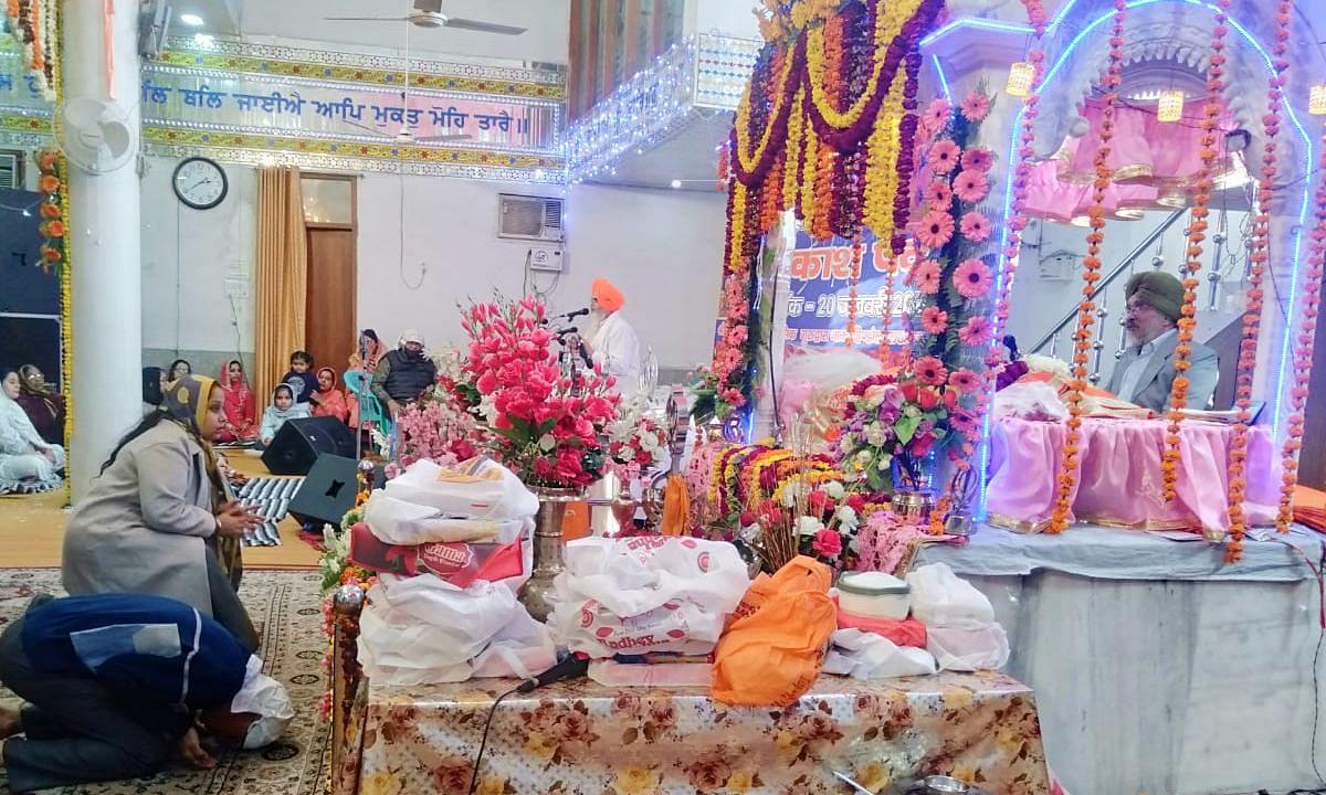 लखनऊ: नाका हिण्डोला गुरुद्वारे में हर्षोल्लास से मना साहिब श्री गुरु गोबिन्द सिंह जी महाराज का 355वां प्रकाश पर्व