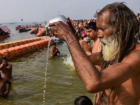 बंगाल: मकर संक्रांति पर किया लाखों श्रद्धालुओं ने गंगासागर में स्नान, आस्था की लगायी डुबकी