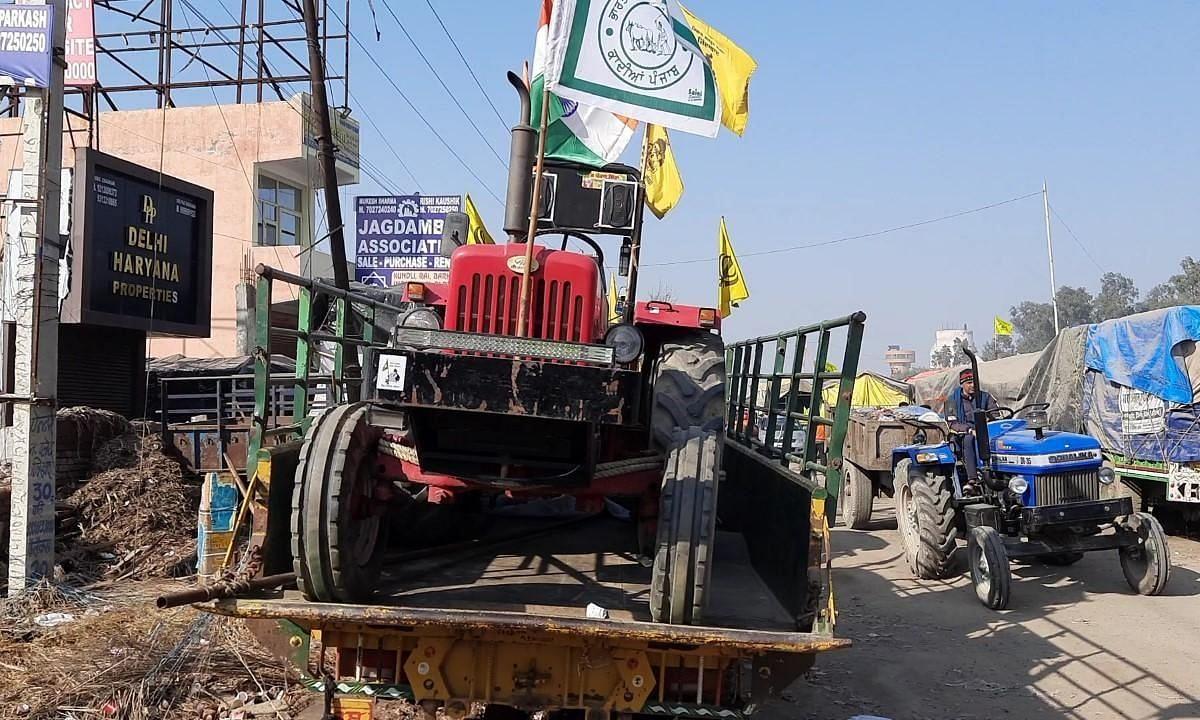 गणतंत्र दिवस पर किसानों के प्रदर्शन के लिए ट्रैक्टरों का आना जारी