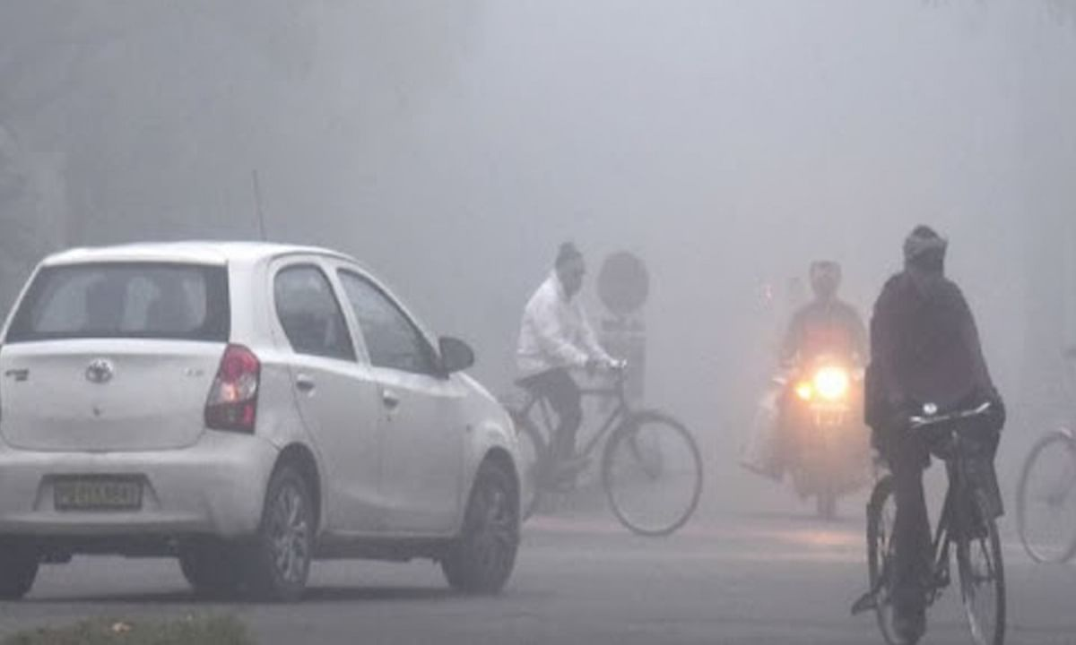 दिल्ली-यूपी समेत उत्तर भारत में कड़ाके की ठंड, बर्फीली हवाओं और कोहरे से जन जीवन प्रभावित