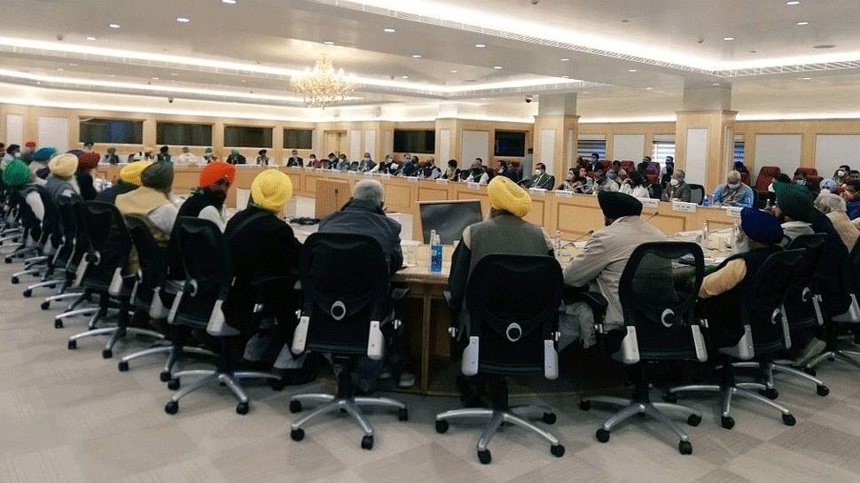 किसानों की सरकार से बैठक : किसान बोले- साढ़े तीन घंटे कराया इंतजार, सरकारी प्रस्ताव मानने की बात कहकर खत्म कर दी मीटिंग