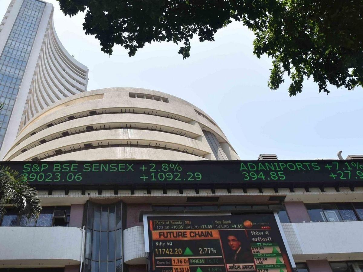 नये साल में नई उंचाई पर शेयर बाजार, सेंसेक्स 150 अंक चढ़ा, निफ्टी 14,000 के पार