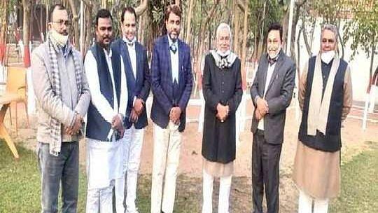 बिहार : AIMIM के सभी 5 विधायकों की नीतीश से मुलाकात, राजनीति पारा चढ़ा