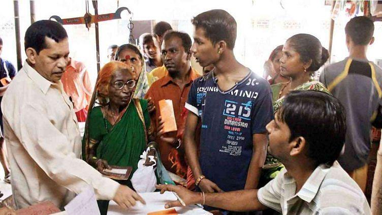 इंदौर में कोरोना काल में राशन घोटाला, अफसर सहित 31 पर मामला दर्ज और 3 पर रासुका