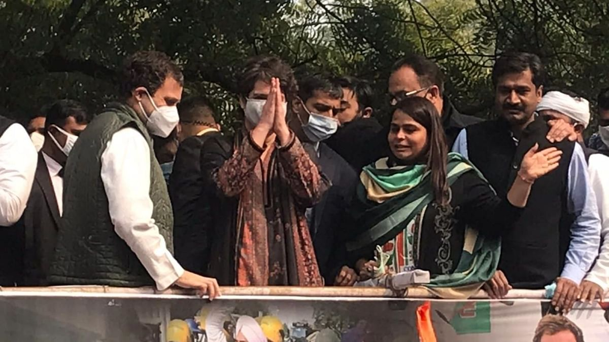 कृषि कानूनों के विरोध में कांग्रेस मार्च में शामिल हुए राहुल और प्रियंका गांधी