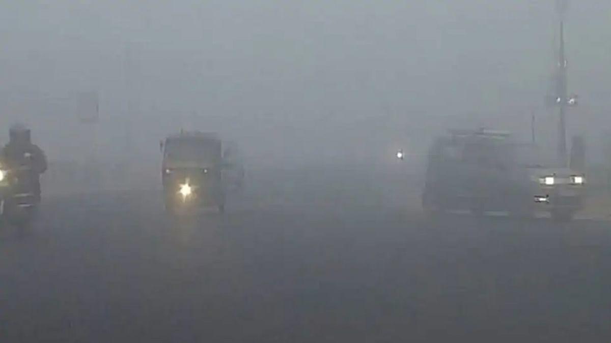 दिल्ली-NCR में घना कोहरा, तापमान गिरकर 2 डिग्री सेल्सियस तक लुढ़का