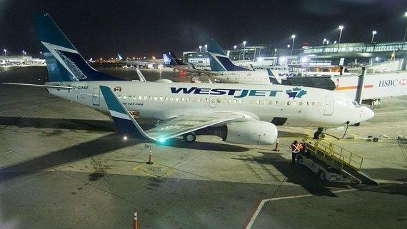 कनाडा की दूसरी सबसे बड़ी एयरलाइन ने नौकरियों, उड़ानों में की कटौती