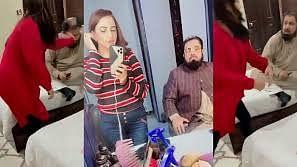 'अश्लील बातें' करने वाले मुफ्ती अब्दुल कवी को टिकटॉक स्टार ने जड़ा थप्पड़: देखें वायरल वीडियो