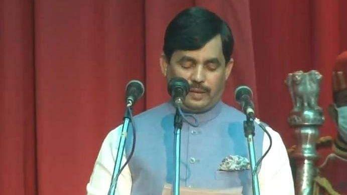 नीतीश मंत्रिमंडल का विस्तार: शाहनवाज ने उर्दू और संजय कुमार झा ने मैथिली भाषा में ली शपथ