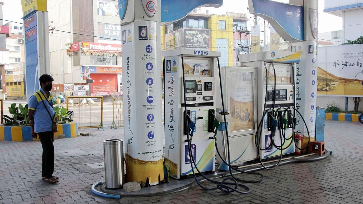 दिल्ली में 90 रुपये लीटर से ऊपर पेट्रोल, डीजल 80 रुपये के पार