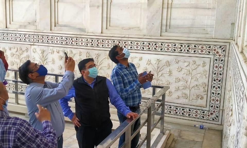 गंदे पानी से पैदा हुए कीड़ों से ताजमहल की सुंदरता पर असर, अधिकारियों ने जताई चिंता