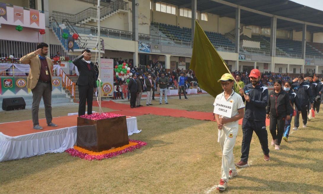 लखनऊ: केडी सिंह बाबू स्टेडियम में हुआ कैरम प्रतियोगिता का शुभारंभ, खिलाड़ियों के बीच नज़र आये क्रिकेटर आर पी सिंह