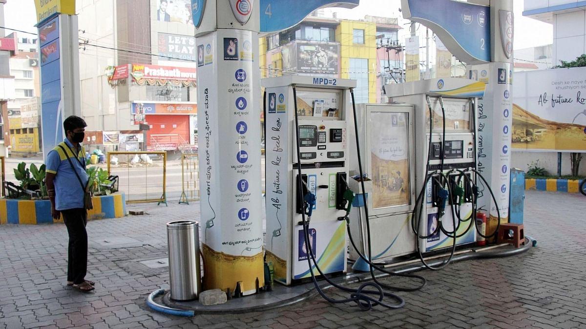 पेट्रोल, डीजल के दाम लगातार दूसरे दिन स्थिर, कच्चे तेल में लौटी तेजी