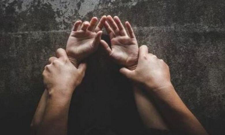 दुर्लभ मामला: करोड़पति व्यक्ति के साथ उसकी पांच बीवियों ने लगातार किया बलात्कार, पति के निकल गए प्राण