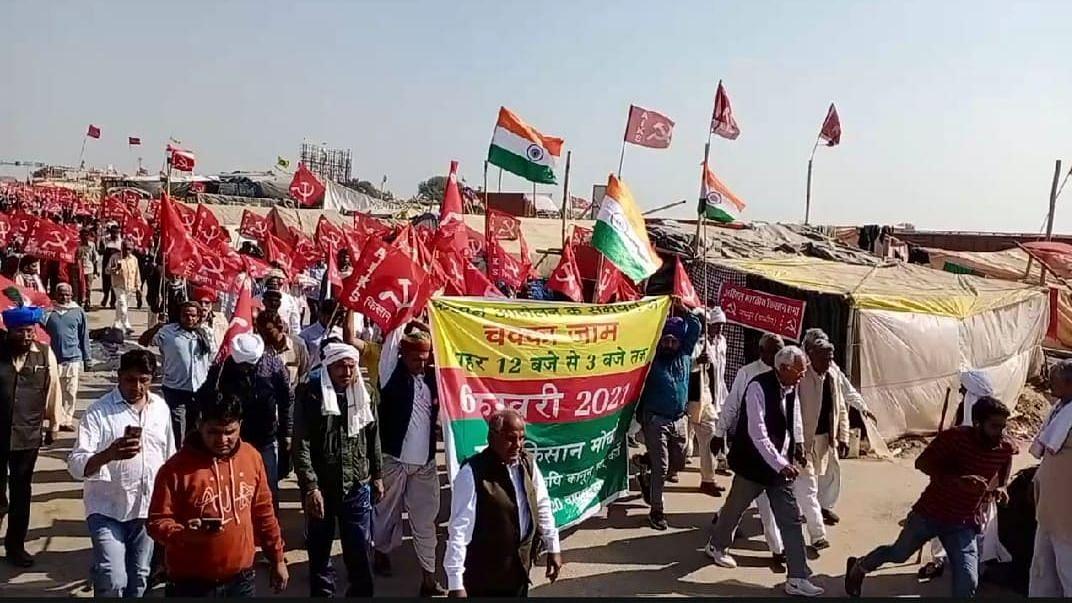 राजस्थान: किसानों ने दिल्ली-जयपुर हाईवे समेत कई राजमार्गो को किया जाम