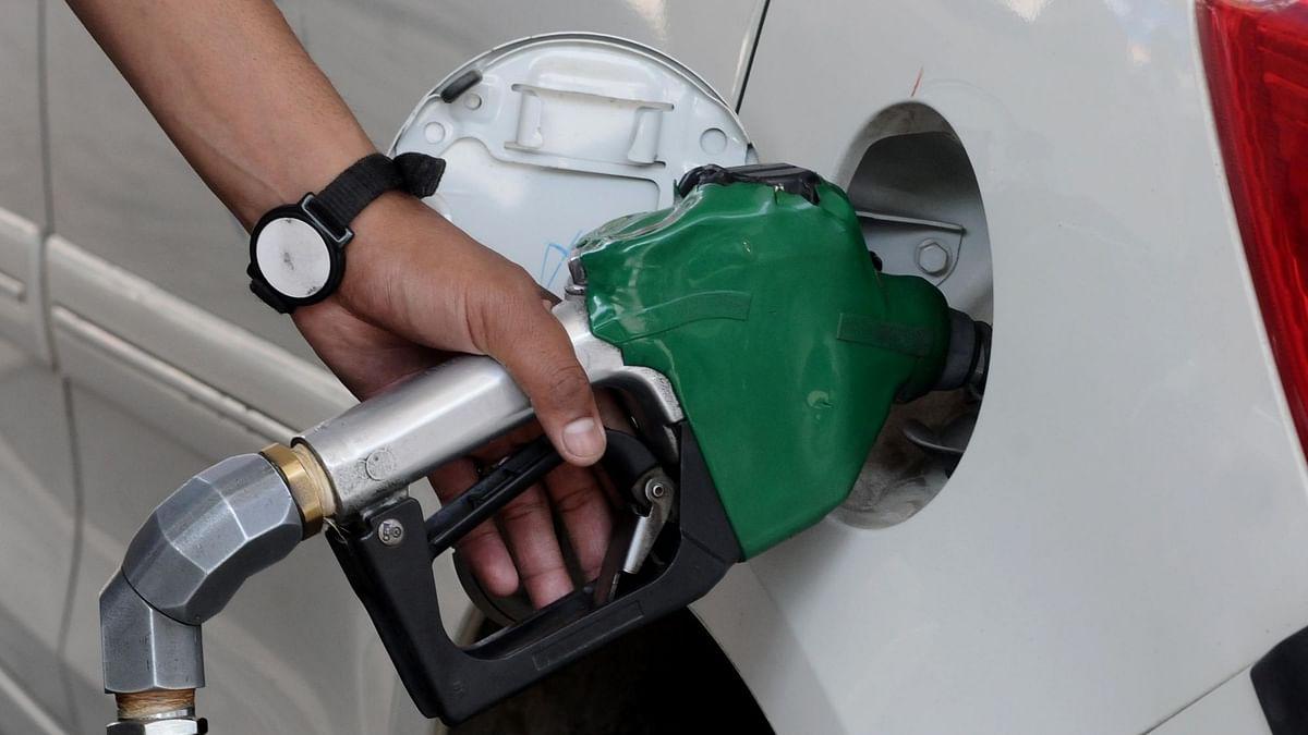 पेट्रोल, डीजल के दाम स्थिर, कच्चे तेल में भी नरमी