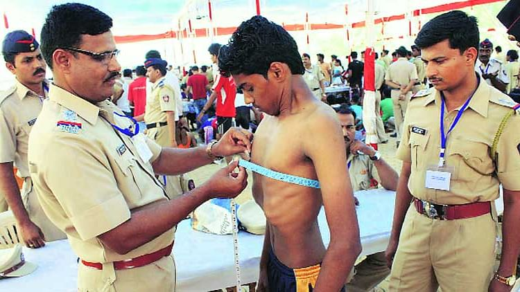UP Police Recruitment 2021: UPPRPB ने जारी किया 9534 दारोगा भर्ती का नोटिफिकेशन, जाने कैसे कर सकते है Apply
