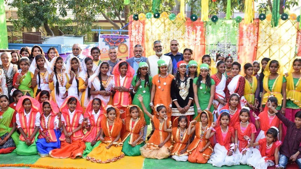 लखनऊ: ब्लूमिंग डेल स्कूल और इनोवेशन फॉर चेंज संस्था द्वारा हुआ लोक उत्सव कार्यक्रम का आयोजन