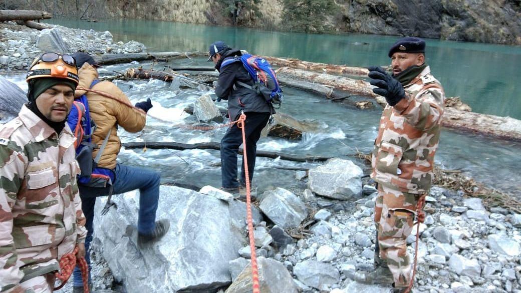 उत्तराखंड त्रासदी: झील के निरीक्षण के लिए अब 2 टीमें और पहुंचीं