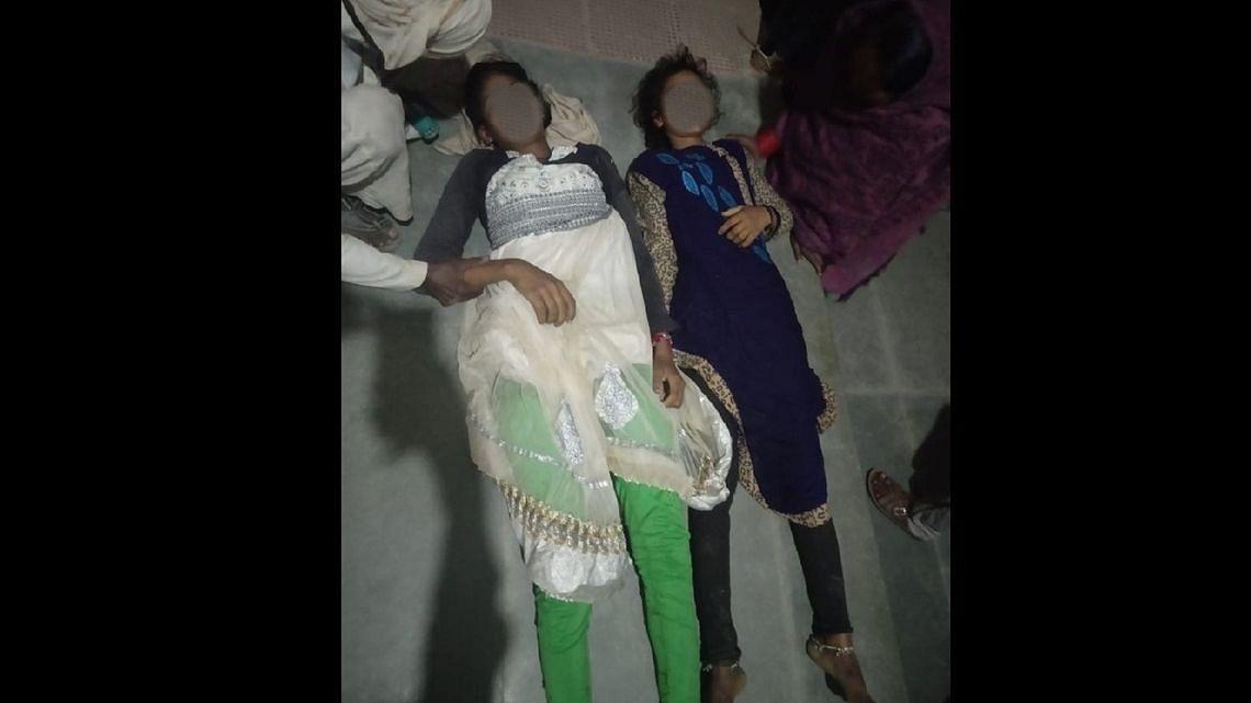 उन्नाव मामला: दोनों लड़कियों का किया गया अंतिम संस्कार, तीसरी लड़की अस्पताल में जिंदगी के लिए जूझ रही