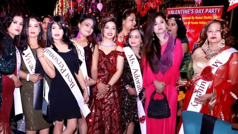 लखनऊ: पिनाकिन वेलफेयर फाउन्डेशन की अध्यक्ष कोमल शुक्ला ने किया महिलाओं का सम्मान