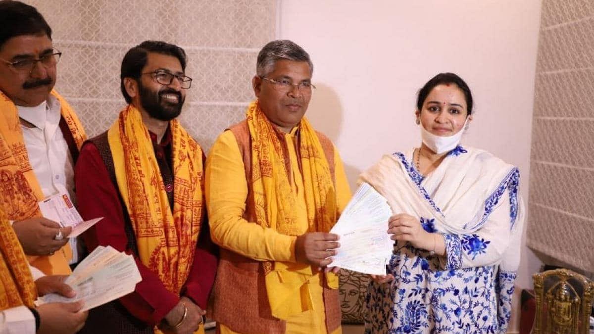सपा संरक्षक मुलायम की छोटी बहू अपर्णा यादव ने राममंदिर निर्माण के लिए दिए 11 लाख रुपए