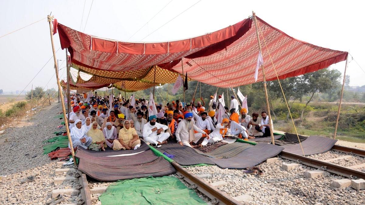 पंजाब-हरियाणा में किसानों ने शुरू किया 'रेल रोको' आंदोलन, 4 बजे तक ट्रेनों को रोका जाएगा