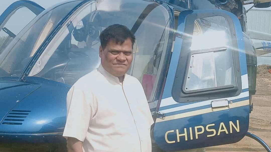 महाराष्ट्र के किसान-सह-बिल्डर ने व्यापारिक यात्रा के लिए हेलीकाप्टर खरीदा
