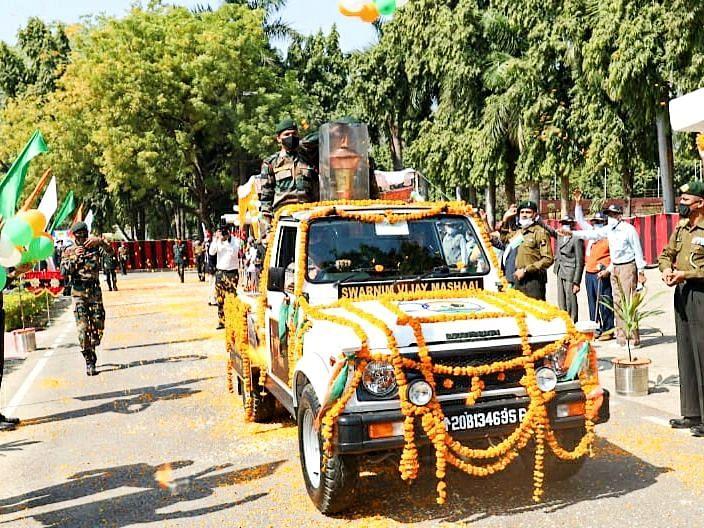 लखनऊ: 1971 युद्ध के भूतपूर्व सैनिकों को सूर्या ऑडिटोरियम में किया गया सम्मानित