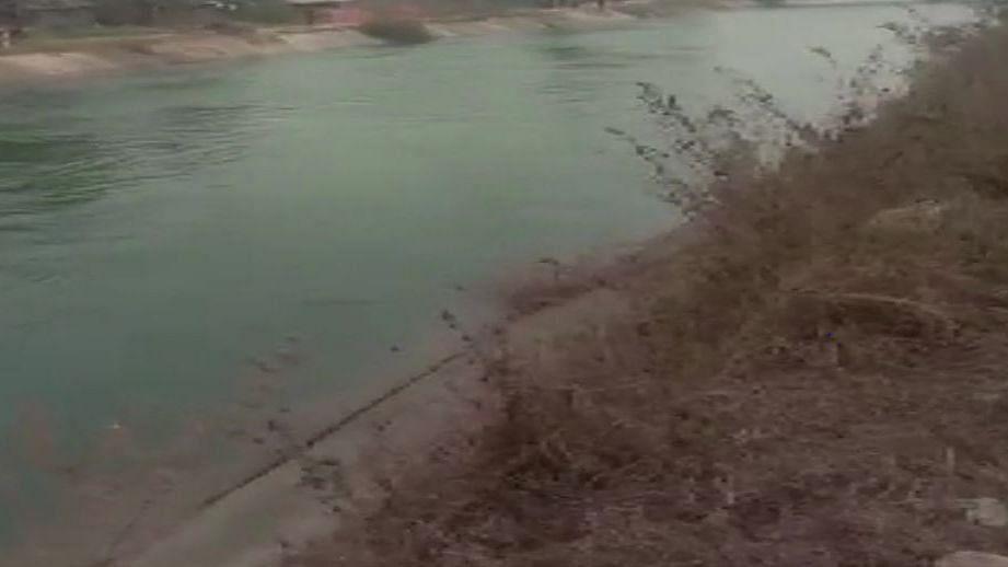 मध्य प्रदेश : सीधी में बस नहर के पानी में समाई, 7 यात्रियों को बचाया गया