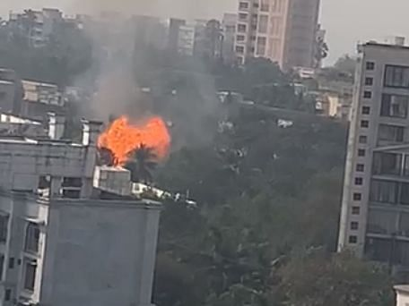 मुंबई: सिलेंडर गोदाम में विस्फोट के बाद लगी भीषण आग, चार घायल