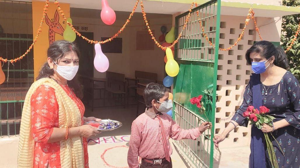 उत्तर प्रदेश में 11 माह बाद खुले स्कूल, मुख्यमंत्री योगी आदित्यनाथ ने लिया जायजा