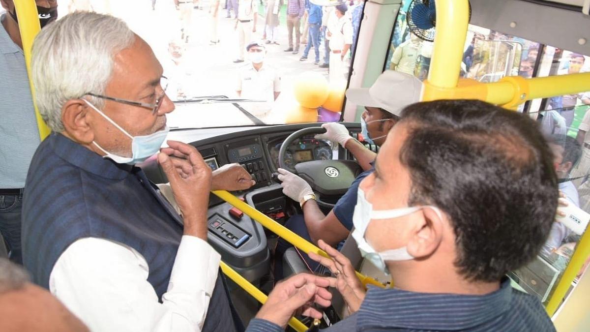 बिहार को मिली 12 इलेक्ट्रिक बसों की सौगात, नीतीश बस की सवारी कर पहुंचे विधानसभा
