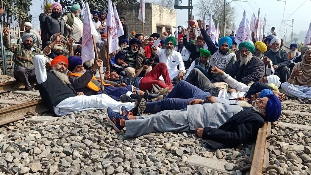 किसान, मजदूर अब 13 मार्च को रेल ट्रैक को जाम करेंगे: भारतीय किसान संघ