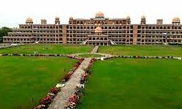 एक और पाकिस्तानी विश्वविद्यालय ने छात्राओं के लिए ड्रेस कोड पेश किया