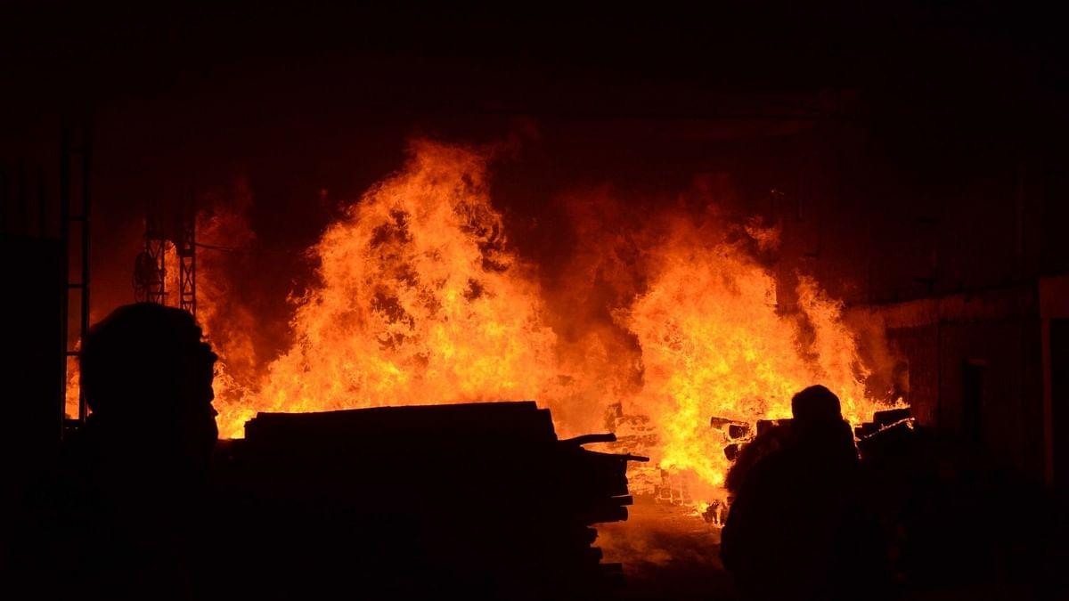 बिहार : घर में लगी आग, एक ही परिवार के 5 की मौत