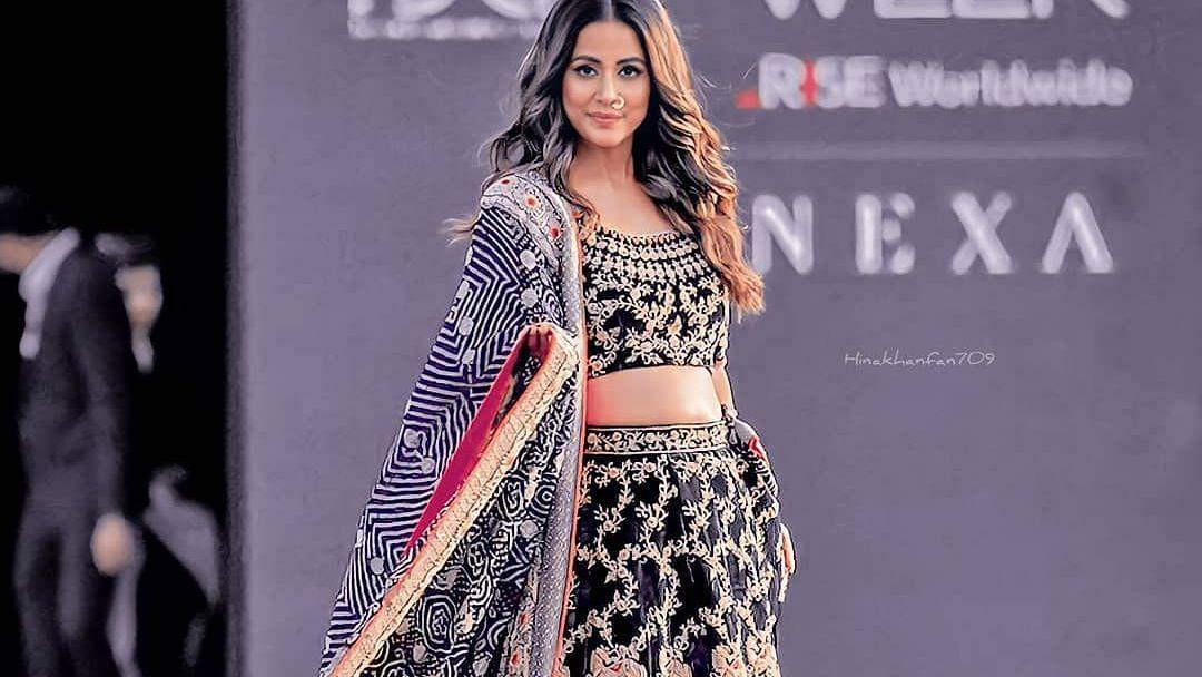 Lakme Fashion Week में चला हिना खान का जादू, रैम्प पर किया वॉक तो थमें फैंस के दिल