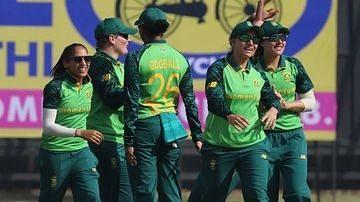 महिला क्रिकेट: दक्षिण अफ्रीका ने भारत को 10 विकेट से हराया, पाँच मैचों की सीरीज में ली 1-0 की बढ़त