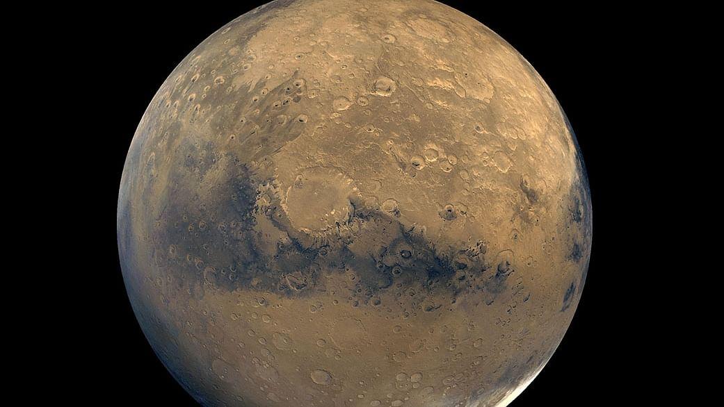 मंगल ग्रह की पपड़ी में खनिजों के बीच फंसा हुआ है पर्याप्त पानी : स्टडी
