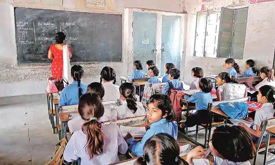 उत्तर प्रदेश: शिक्षकों की निकली है 12 हजार से ज्यादा पदों पर भर्तियां, जाने क्या होनी चाहिए योग्यता, कैसे करेंगे आवेदन