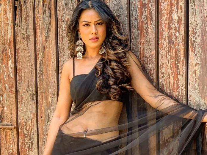 निया शर्मा ने एक बार फिर अपने सेक्सी लुक से सोशल मीडिया पर लगाई आग