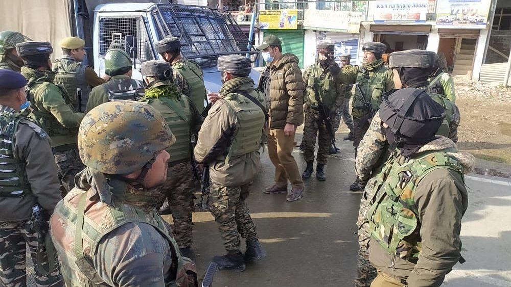 श्रीनगर में आतंकी हमला, CRPF के 2 जवान शहीद, दो घायल