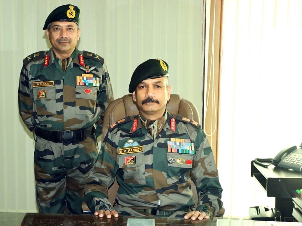 लेफ्टिनेंट जनरल बीएस राजू ने 15 कोर्प्स की कमान डीपी पांडे को सौंपी