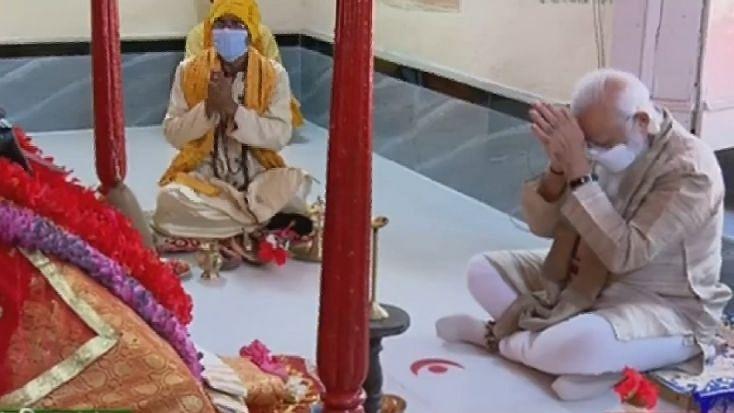 बांग्लादेश: PM मोदी पहुंचे देवी काली के जशोरेश्वरी मंदिर, पूजा-अर्चना की