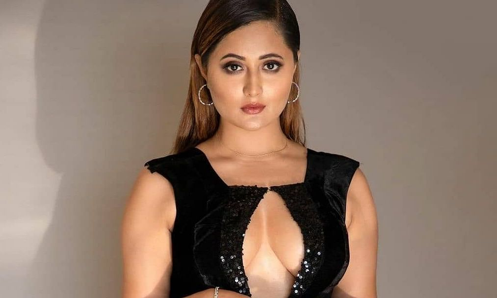 रश्मि देसाई की खूबसूरती देख फैंस हुए हैरान, एक्ट्रेस ने ब्लैक ड्रेस में करवाया ग्लैमरस फोटोशूट