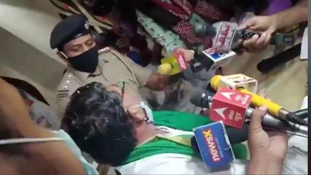 भारत बंद: किसान नेता को हिरासत में लिए जाने से नाराज किसान, सड़कों पर जमे रहने की चेतावनी
