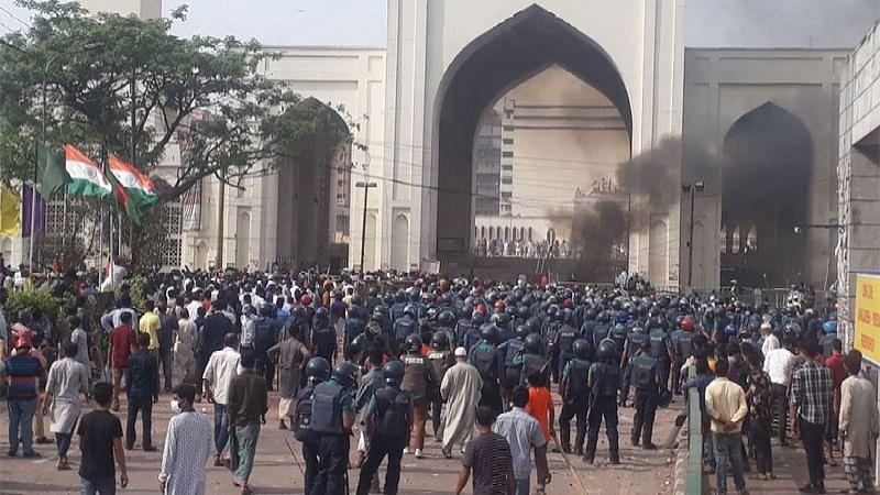 बांग्लादेश में मोदी की यात्रा के दौरान कट्टरपंथियों व पुलिस में हिंसक झड़प