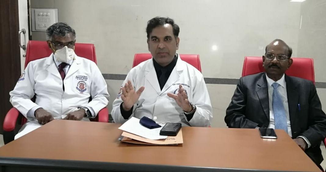 Dr. Ved Prakash (Centre)