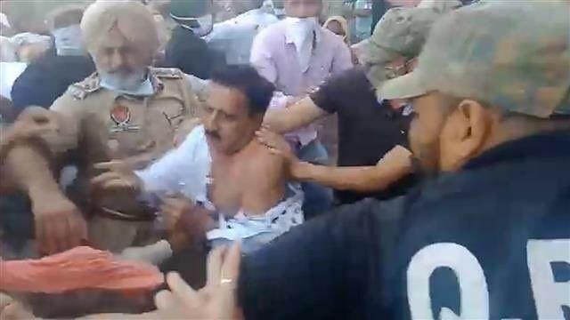 पंजाब: कृषि कानूनों से गुस्साए किसानों ने भाजपा विधायक के कपड़े फाड़े